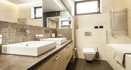 Badkamer toe aan een renovatie? Onze loodgieter helpt!